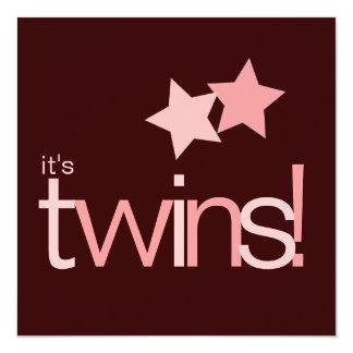 C'est les étoiles roses de jumeaux sur le baby carton d'invitation  13,33 cm