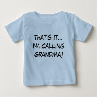 C'est lui, j'appelle la grand-maman ! t-shirt pour bébé