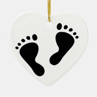 C'est un bébé - pieds de bébé ornement cœur en céramique