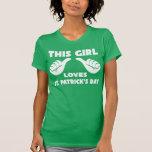 Cette fille aime le T-shirt drôle du jour de St Pa