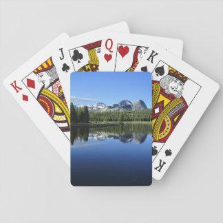 Chaîne de cathédrale au-dessus de rivière de jeux de cartes