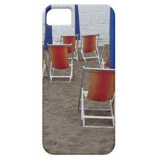Chaises en bois colorées à la plage de sable coques Case-Mate iPhone 5