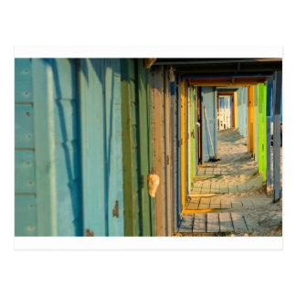 Chambre de plage colorée cartes postales