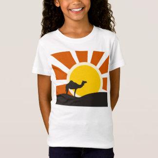 Chameau avec le coucher du soleil T-Shirt