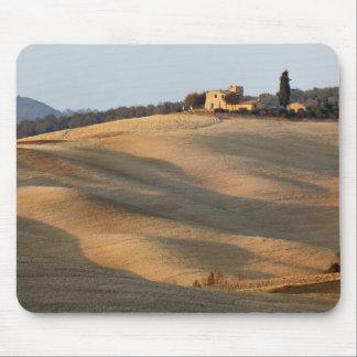 Champ agricole au coucher du soleil, d'Orcia de Va Tapis De Souris