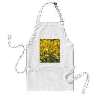 Champ des fleurs jaunes vibrantes tablier