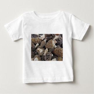 Champignons de morelle t-shirt pour bébé