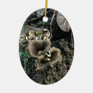 Champignons fleurissants ornement ovale en céramique