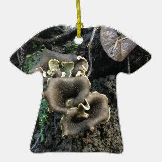 Champignons fleurissants ornement t-shirt en céramique