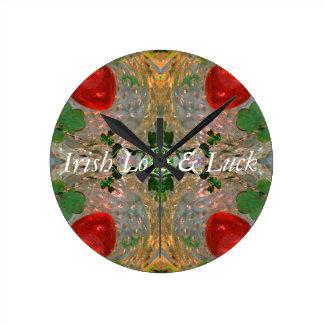 Chance et amour irlandais horloge ronde