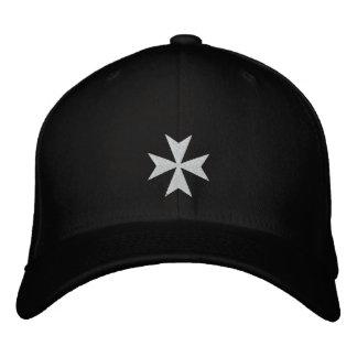 Chapeau brodé blanc de croix maltaise