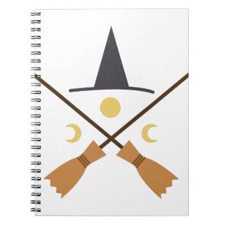 Chapeau et balais de sorcière carnets