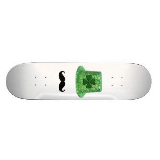 Chapeau et moustache d'étincelle de shamrock du mini skateboard 18,4 cm