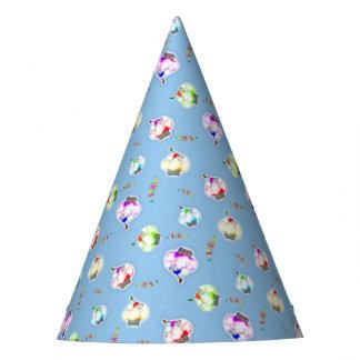 Chapeaux De Fètes Petits gâteaux colorés rougeoyants sur le bleu