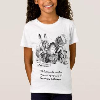 Chapelier, loir et lièvres fous de mars T-Shirt
