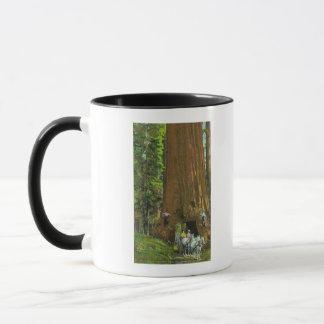 Chariot de cheval sous un séquoia géant mug