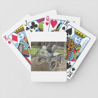 Chariot démodé de cheval sur l'arrière - plan vert jeu de poker