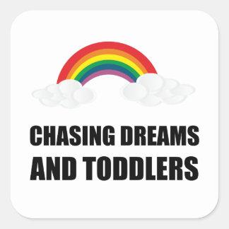 Chasse des rêves et des enfants en bas âge sticker carré
