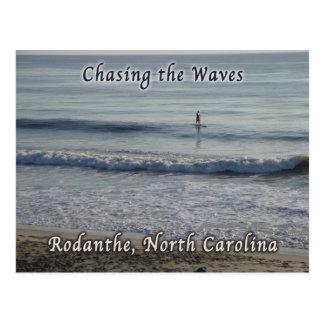 Chasse du surfer de Rodanthe de vagues Carte Postale