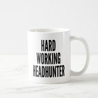 Chasseur de têtes travaillant dur mug
