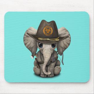 Chasseur de zombi d'éléphant de bébé tapis de souris