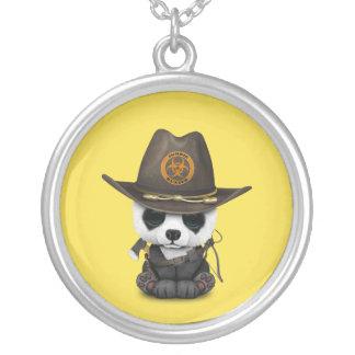 Chasseur de zombi d'ours panda de bébé pendentif rond