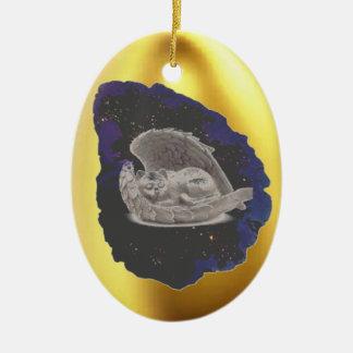 Chat à ailes par Hatchling de sommeil Ornement Ovale En Céramique