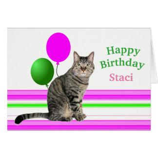 Chat avec la carte d'anniversaire de ballons pour