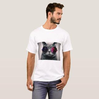 Chat avec le T-shirt en verre