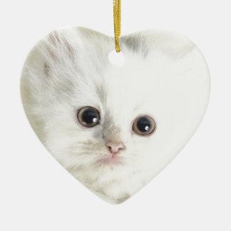 Chat blanc ornement cœur en céramique