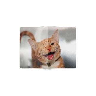 Chat clignant de l'oeil - chat orange - les chats protège-passeport