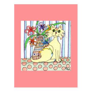 Chat crème avec les lis en pastel carte postale