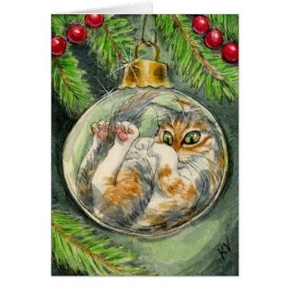 Chat dans la carte d'ornement de Noël