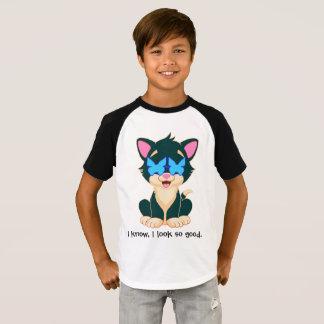 chat dans le style avec des verres pour le garçon t-shirt