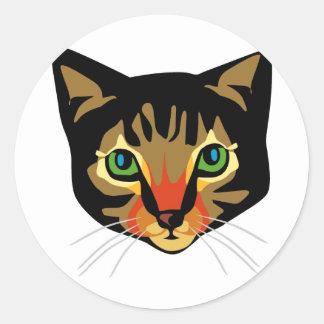 Chat de Brown avec les yeux verts Autocollants Ronds