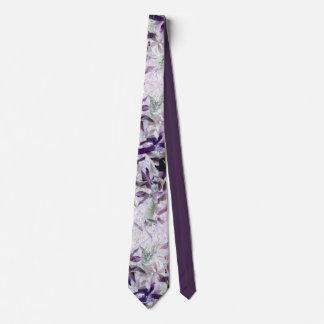 Chat de Kitty dans le feuillage, photo abstraite Cravates