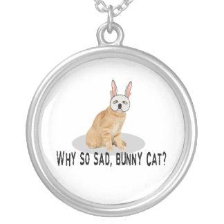 Chat de lapin triste pendentif rond