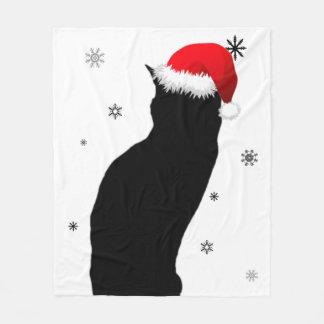 Chat de Noël avec la couverture d'ouatine de neige