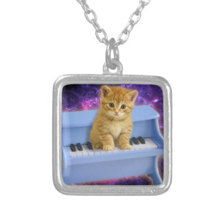 Chat de piano collier