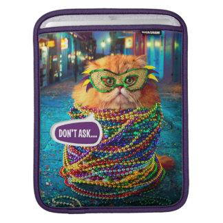 Chat drôle avec les perles colorées au mardi gras housse pour iPad
