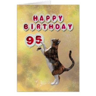 Chat espiègle et quatre-vingt-quinzième ballons de carte de vœux
