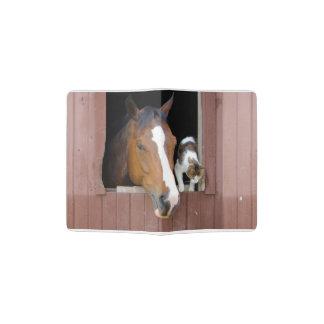 Chat et cheval - ranch de cheval - amants de protège-passeport