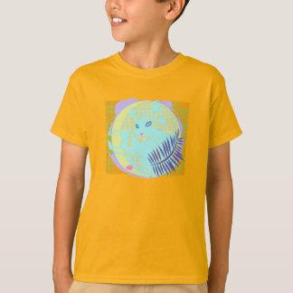 Chat frais dans le feuille tropical t-shirts