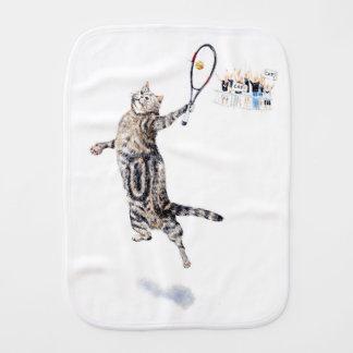 Chat jouant au tennis linges de bébé