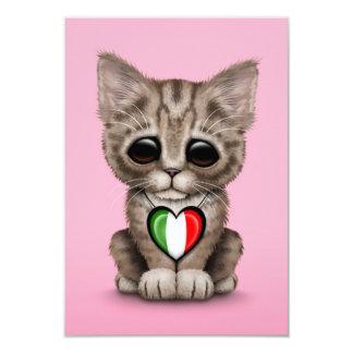 Chat mignon de chaton avec le coeur italien de carton d'invitation 8,89 cm x 12,70 cm