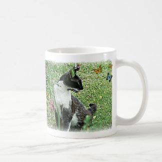 Chat noir et blanc de poule mouillée tasse à café