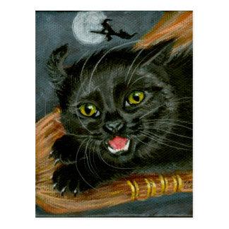 Chat noir sur la carte postale de Halloween de