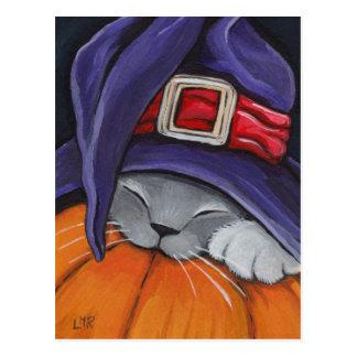 Chat portant une carte postale de Halloween de