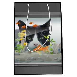 Chat scrutant dans l'aquarium sac cadeau moyen