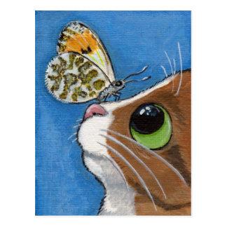Chat tigré et papillon de gingembre carte postale